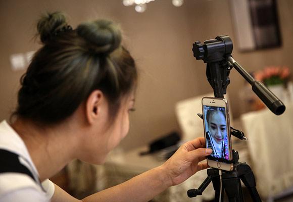 北漂农村女孩直播成网红 月入8万元