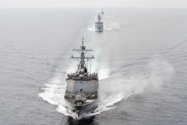 韩美海军在朝鲜半岛东部海域举行联合军演