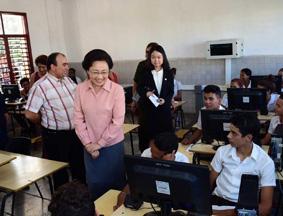 程虹到访古巴技术学校