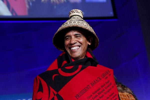 """奥巴马出席白宫部落大会 装扮""""最炫民族风"""""""