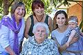 澳一家五代女性拍全家福 年龄最大差100岁