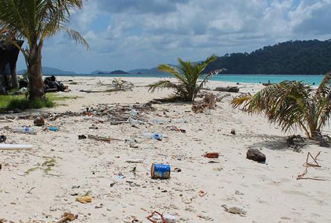 英夫妇泰国游被坑 迷人海岛变垃圾岛