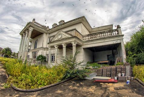 泰国豪宅如今破败景象 令人惋惜