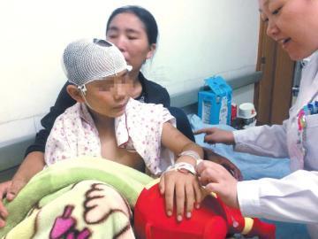 少年遭群猴围攻重伤 景区称治猴患避孕药都试过