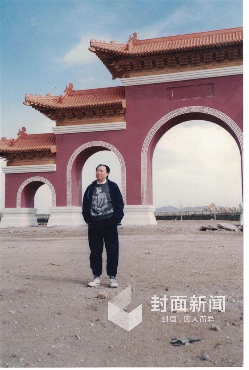 """中国""""首骗""""牟其中服刑16年后出狱"""