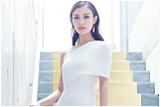 倪妮一袭拖地白裙美得发光