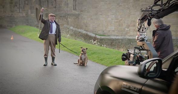 《变形金刚5》新花絮 全世界最孤独的狗狗终于出现