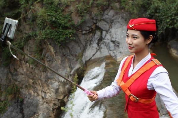 准空姐百米悬崖瀑布直播形体练习课