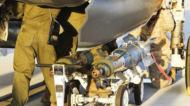 F35B挂载GBU12专打地面目标