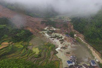 浙江山体滑坡现场 约20幢居民楼被冲毁