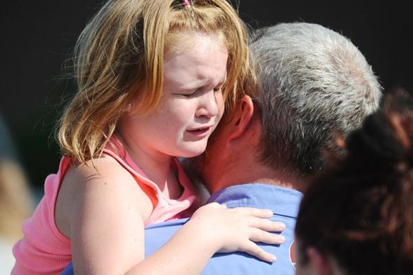 美再爆校园枪击!14岁枪手击毙父亲后小学作案 致4死伤