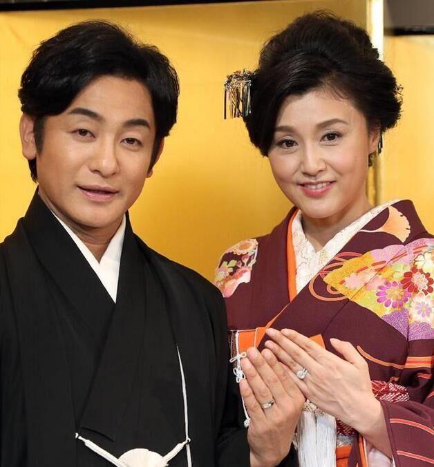 藤原纪香与片冈爱之助大婚 众多明星到场祝贺