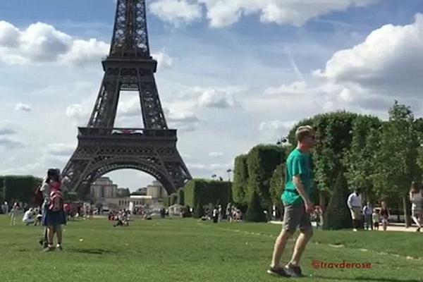 城会玩!美小伙欧洲景点前自拍走太空步爆红