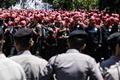 印尼劳工举行大规模游行集会 要求提高薪资
