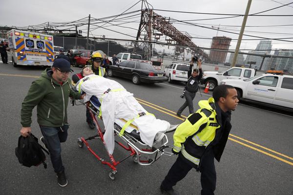 美国新泽西车站火车脱轨事故已致3死100余人受伤