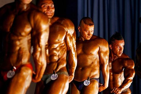 尼泊尔举办健美锦标赛 选手秀肌肉
