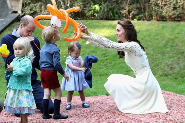 威廉王子夫妇加拿大之旅 小王子小公主亮相儿童茶话会
