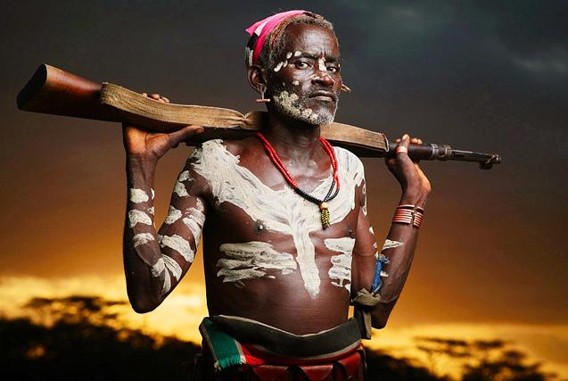 """埃塞俄比亚原始部落:现代文明""""入侵"""""""