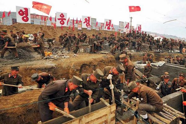 朝鲜媒体报道洪水灾后重建现场画面
