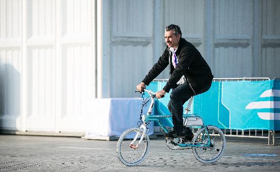 滴滴、摩拜、电单车,谁是城市出行的未来?