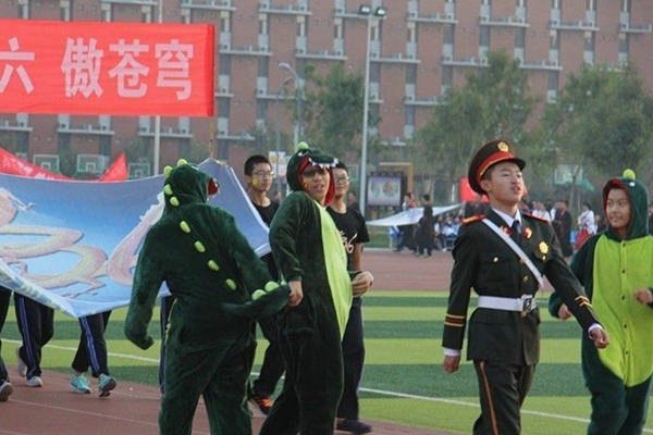衡水一中运动会:一组图告诉你中国高中多会玩