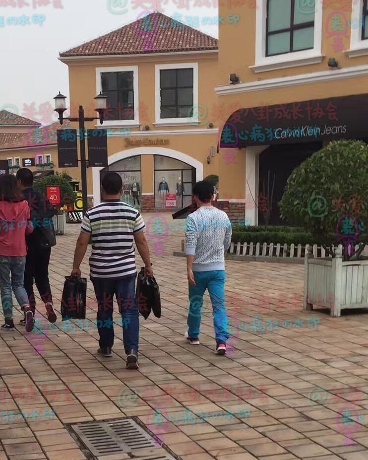 网友偶遇王宝强逛街 称其买了双三折的鞋