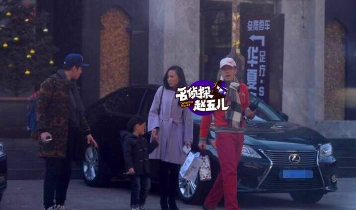 蔡国庆承认已婚妻子首曝光 身材高挑打扮时尚