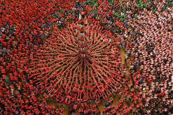 西班牙叠人塔比赛场面壮观 中国队创纪录
