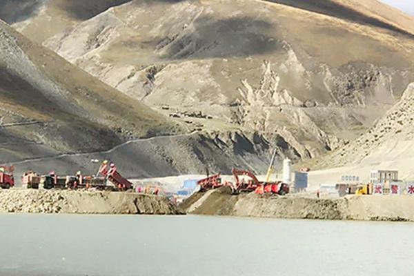 印媒紧张! 西藏最大水利枢纽成功截流