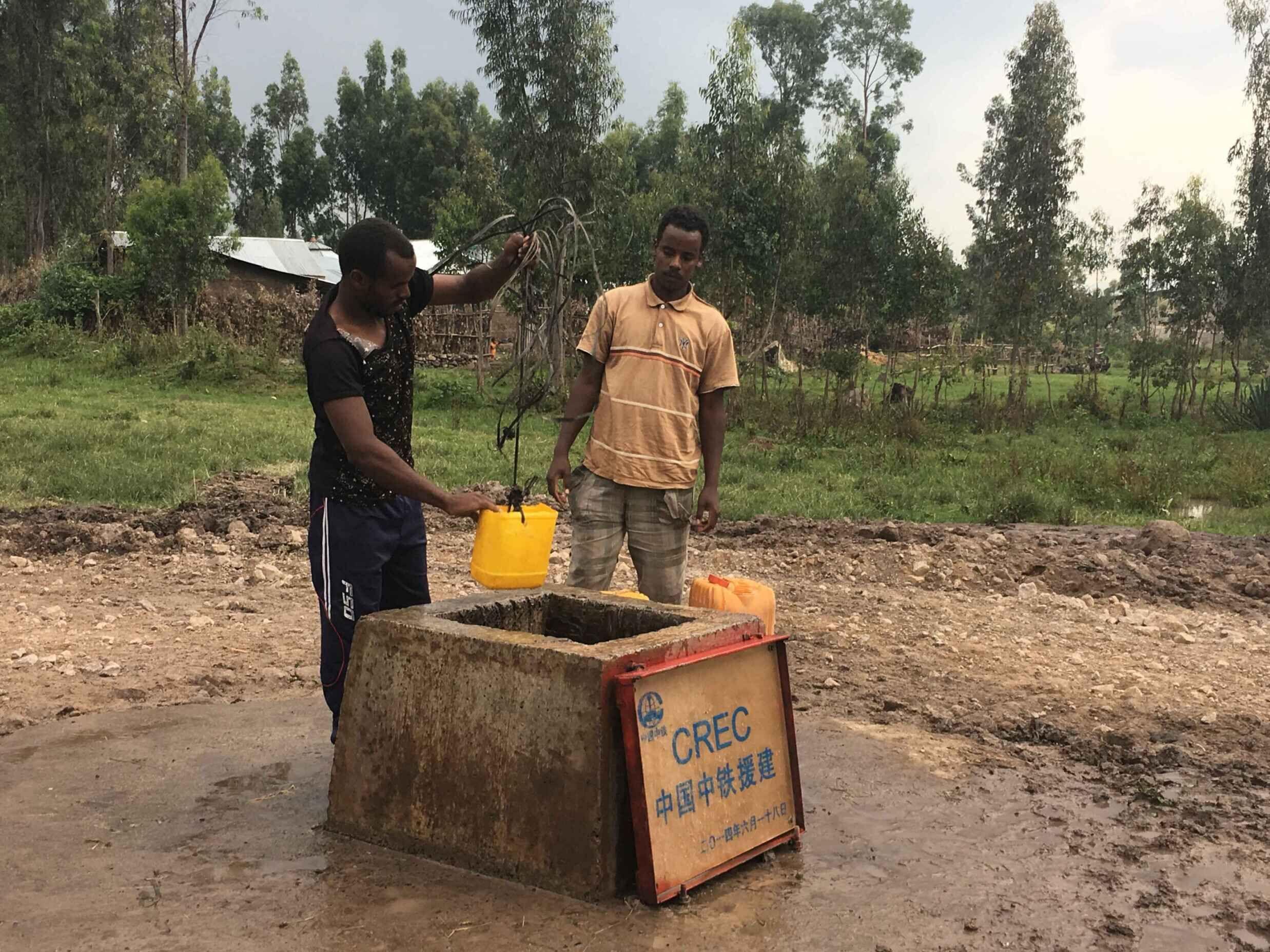 亚吉铁路建设者当地挖井 惠及两百多户村民