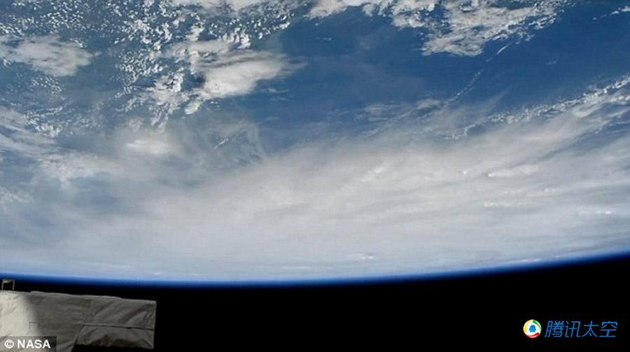 """国际空间站拍摄飓风""""马修""""抵达加勒比海"""