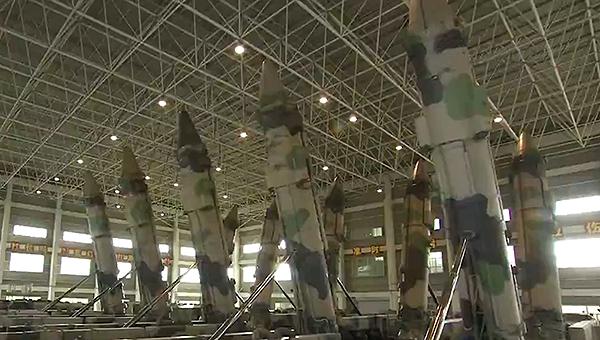 火箭军大批东风21导弹画面曝光