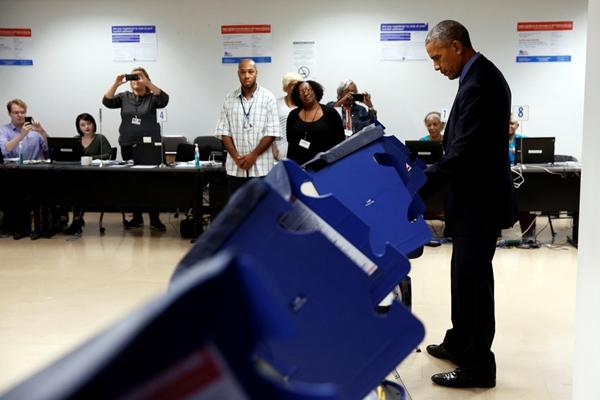 """奥巴马提前为大选投票 小心掩护防记者""""偷看"""""""