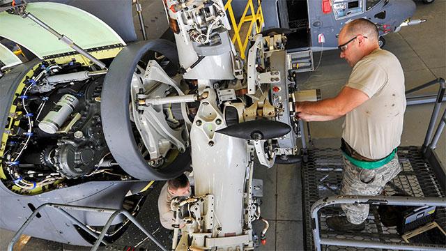 近距离看MV22鱼鹰修理过程