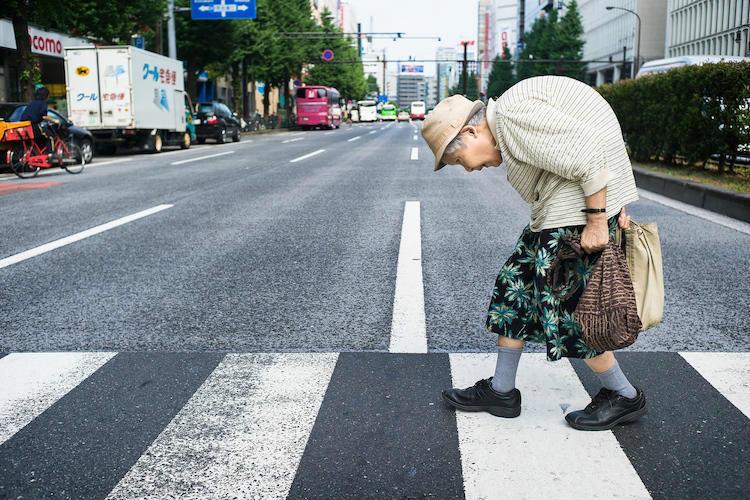日本老龄化加剧 80岁老人仍出门工作