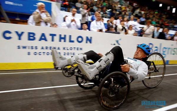 """全球首届""""人机体育大赛""""机器人助力残障竞技"""