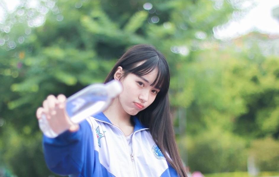 清纯可人,15岁的她已经身高1米73,被网友盛赞