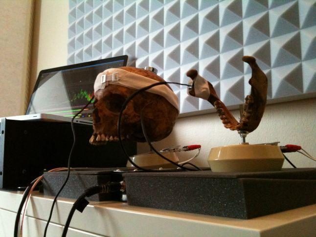 """游戏配乐师用人头骨创作""""地狱之音"""""""