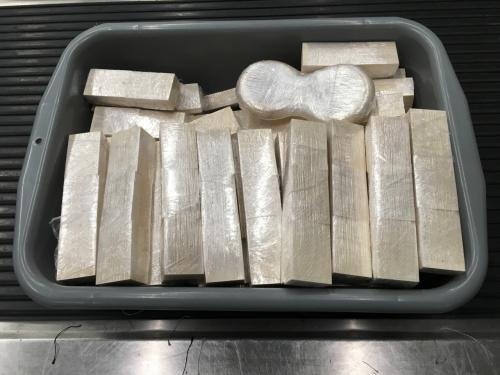 香港机场检获约40公斤疑似象牙制品 两男子被捕