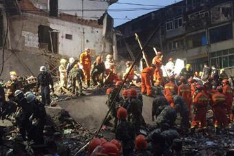 温州凌晨3间楼房倒塌 20多人被埋