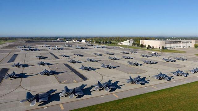 大批F22集体转移 原是为躲飓风