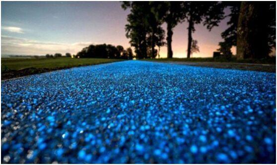 太美腻!波兰太阳能单车路 夜晚发出闪闪蓝光
