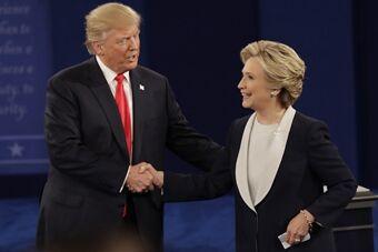美大选二辩结束 希拉里特朗普和平握手