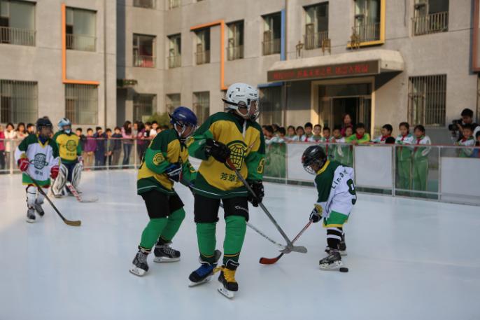 冰雪入校园今日开课  冰雪运动校园普及迎里程碑