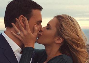 美国游泳名将罗切特求婚成功 狂晒娇妻热吻照