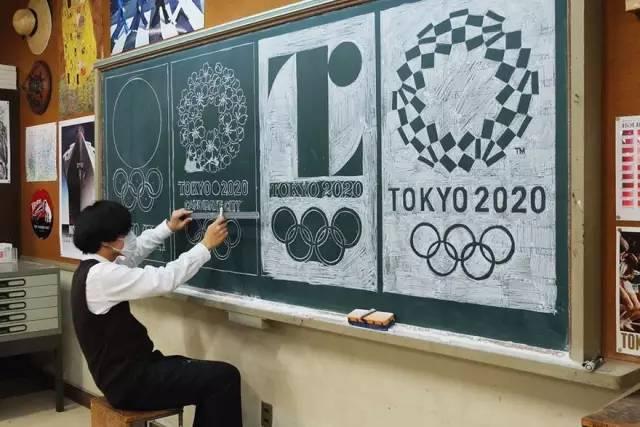 日本美术老师靠粉笔画板书在学生中走红