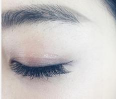 蒋欣变身美妆博主教网友怎么贴出双眼皮