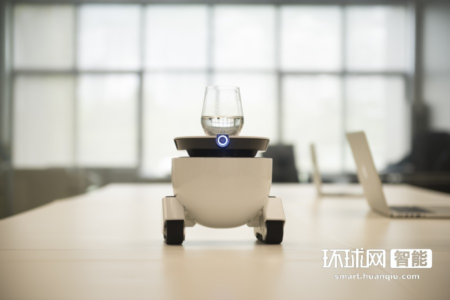 "RoboMing Fellow:递物传话的""小跑腿"""