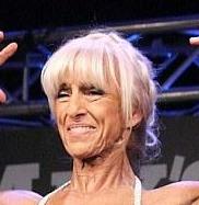 70岁奶奶夺健美大赛冠军 每天四点半起床训练