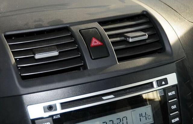 90%的车主会用错双闪灯 这四种情况必须开